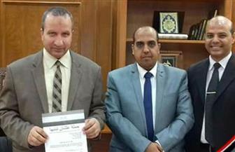 """رئيس جامعة السويس يوقع على استمارة """"علشان تبنيها"""" لدعم ترشح الرئيس لفترة ثانية   صور"""