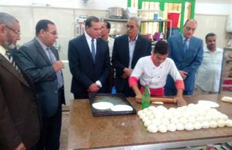 رئيس جامعة سوهاج يتفقد مطعم مدينة الطالبات ويستجيب لمطالبهن| صور