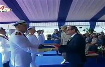 الرئيس السيسي يمنح قادة القطع البحرية الجديدة شرف قيادتها.. ويرفعون الأعلام عليها