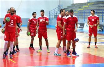 """محاضرة فيديو للاعبي كرة اليد بالأهلي.. وجولة حرة في """"الحمامات"""" التونسية"""
