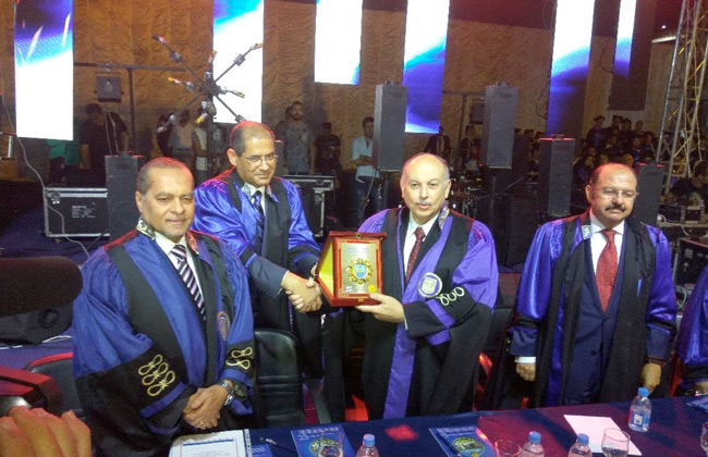 نائب وزير التعليم العالي يشهد حفل تخرج الدفعة 72 من كلية  علوم الإسكندرية    صور -