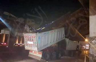 التحفظ على سائق النقل المتسبب في سقوط كوبري ميت حلفا