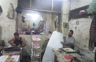 """المصري يكسب بعد غلق الاستيراد.. ورش أحذية """"باب الشعرية"""" تتصدى للغزو الصيني   فيديو وصور"""