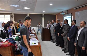 محاضرات جامعة حلوان تبدأ بدقيقة حدادٍ على أرواح شهداء الواحات | صور