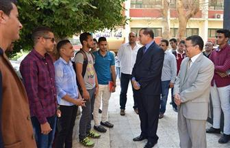 رئيس جامعة سوهاج يتفقد الحرم الجامعي ويعد بوضع حلول لمشاكل الطلاب والعاملين | صور