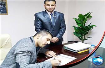 """مدير النادي المصري يُوقع استمارة """"علشان تبنيها"""""""