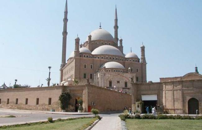 احتفالا بالعيد القومى للقاهرة.. المحافظ وعدد من الوزراء يؤدون صلاة الجمعة بالقلعة -