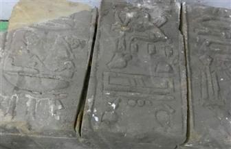 العثور على قطع أثرية داخل منزل عاطل بجوار معبد إسنا بالأقصر | صور