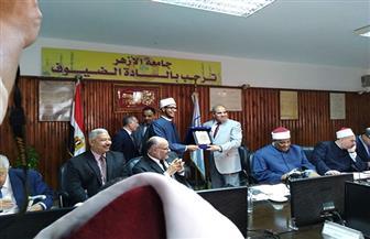 """المحرصاوي يكرم ابن الأزهر لحصوله على المركز الثاني في """"تحدي القراء"""" على مستوى العالم"""