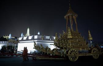 مراسم حرق جثمان ملك تايلاند بعد عام من وفاته | صور