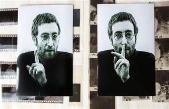 """اكتشاف صور نادرة لـ""""جون لينون"""" مؤسس فرقة """"البيتلز"""" فى خزانة للخردة"""