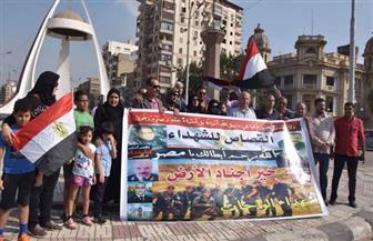 وقفة لدعم شهداء الشرطة والجيش أمام النصب التذكاري بالمنصورة