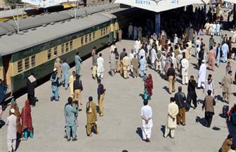 إصابة خمسة أشخص على الأقل في انفجار استهدف قطار ركاب في باكستان