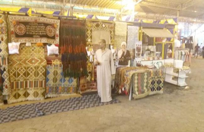 رئيس حي شبرا يناقش مشكلات عملية البيع مع الباعة الجائلين بسوق أحمد حلمي -