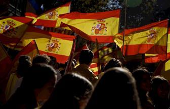 مسيرة حاشدة لمؤيدي الوحدة في برشلونة ضد استقلال كتالونيا عن إسبانيا.. وبلجيكا تترقب
