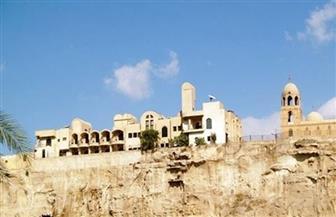 وزير السياحة والآثار يوجه بإجراء بعض الترميمات خلال تفقده كنيسة ودير السيدة العذراء بجبل الطير بالمنيا