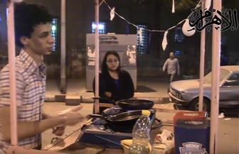 علاء وخطيبته طالبان في الجامعة يتحديان البطالة بعربة كبدة وشاورما   فيديو
