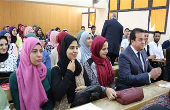 وزير التعليم العالي يحث الطلاب على أهمية التحصيل العلمي والارتقاء بقدراتهم | صور