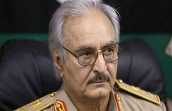 """""""حفتر"""" يُكلف المُدعي العَام العَسكري الليبي بالتحقيق في الجثث المجهولة بـ""""الأَبيار"""""""