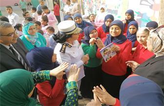 مديرية أمن القاهرة توزع أدوات مدرسية على طلبة مدرسة الأمل للصم وضعاف السمع | صور