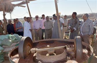 محافظ أسوان يتفقد الموقع المقترح لإنشاء أكبر منطقة صناعية لتجميع ورش وكسارات الذهب|صور