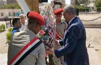 محافظ البحر الأحمر يضع أكاليل الزهور على النصب التذكاري في الذكرى الـ 44 لانتصار أكتوبر | صور