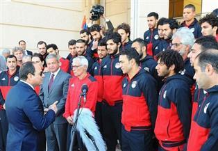 المنتخب الوطني يصل إلى قصر الاتحادية لتكريمه من الرئيس السيسي
