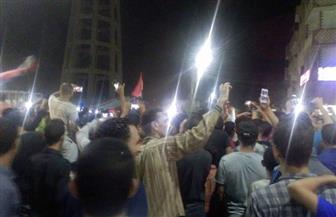 المئات يرفعون علم مصر ويطلقون الألعاب النارية احتفالا بصعود مصر في الفيوم | صور