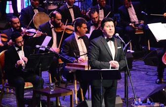 مسرح كامل العدد وهتافات وطرب في حفل هاني شاكر