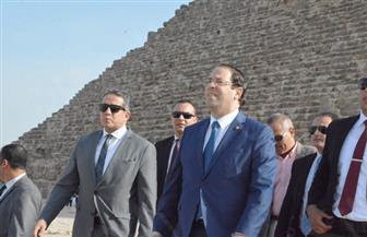 رئيس وزراء تونس يزور أهرامات الجيزة لمدة 20 دقيقة | صور