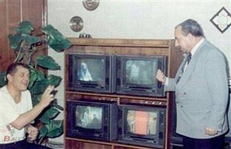 عمرو الليثي يُحيي ذكرى وفاة محمود عبد العزيز بصورة مع والده