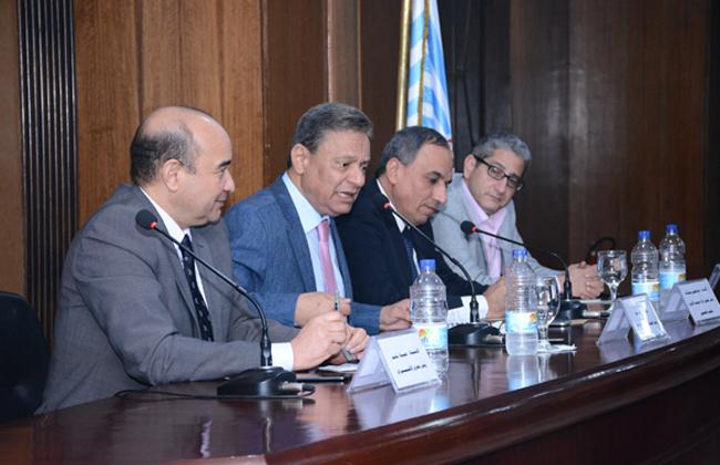 كرم جبر:    لابد أن تكون رقم واحد في مصر   صور -