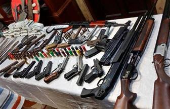 ضبط 210 قطع أسلحة نارية و277 قضية مخدرات خلال حملات أمنية بالمحافظات