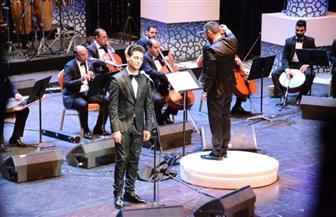 """جمهور محمد عساف يرتدي """"الكوفيه الفلسطيني"""".. والفنان: أسعد برؤية هذه الوجوه الطيبة"""