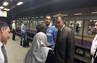 خلال جولة مفاجئة في المترو.. وزير النقل : الخط الثالث لا يقل في المستوى عن نظيره الأوروبي | صور