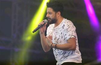 حماقي يعلق حفله الغنائي تضامنًا مع أسر شهداء تفجير مسجد الروضة