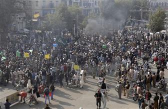 مقتل شرطي وإصابة 150 مدنيًا في اشتباكات بين قوات الأمن ومحتجين في باكستان