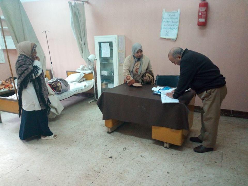 إحالة طبيبة وعامل بالمركز الصحي في السنطة للتحقيق لعدم الانضباط | صور