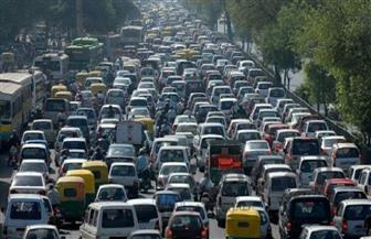 كثافات مرورية عالية في العديد من محاور القاهرة والجيزة وسط انتشار أمني مكثف