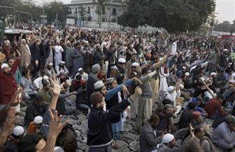 وزير العدل الباكستاني يعتذر للمتظاهرين ويؤكد احترامه للرسول الكريم