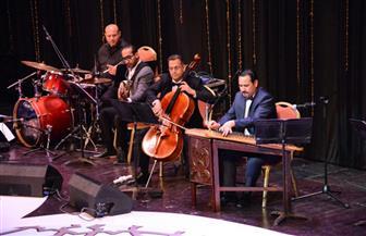 الموسيقار فرات قدوري يغازل زوجته على مسرح الأوبرا بأغنية نور عيوني