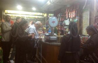 أقباط يشترون حلوى المولد.. وأمين بيت العائلة المصرية بالفيوم يؤكد: مشاركة ووحدة