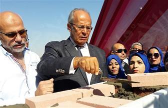 وزير التنمية المحلية يضع حجر أساس النصب التذكاري لشهيد حادث الواحات في السويس
