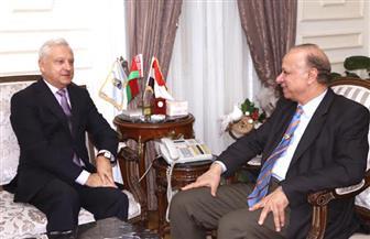 محافظ القاهرة وسفير بيلاروسيا يتفقان على تعاون في مجالات التشييد والطرق والنظافة| صور