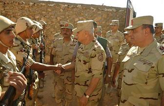 رئيس الأركان يتفقد عددًا من نقاط التأمين الحدودية ويلتقي رجال المنطقة الغربية العسكرية   صور