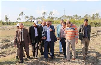 محافظ كفر الشيخ يتفقد إنشاءات مصنع فصل الرمال السوداء بالبرلس | فيديو