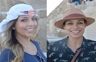 فنانتان أمريكيتان يزوران الهرم الأكبر قبل توجههما لمدينة شرم الشيخ للمشاركة في منتدى شباب العالم / صور