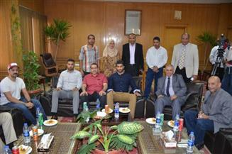 السكرتير العام لمحافظة الإسماعيلية يستقبل وفدًا من وزارة الشباب البحرينية
