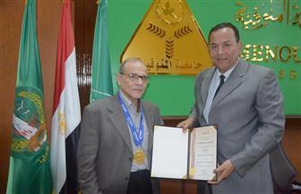 رئيس جامعة المنوفية يكرم أحمد الحملاوي