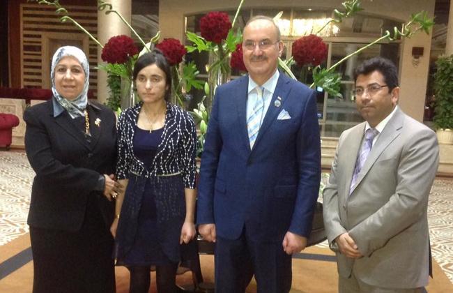 السفير العراقي يزور الفتاة الإيزيدية التي تعرضت لتعذيب داعش.. وتؤكد: سأظل أدافع عن قضايا المرأة   صور -